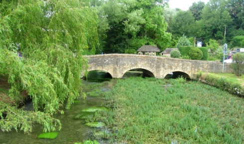 the bridge in the centre of Bibury